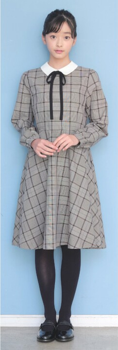 ポンポネット襟付きワンピースをメインにした卒服コーデ